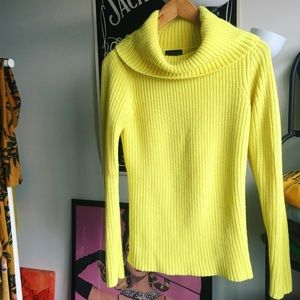 *On trend* Lime green sweater